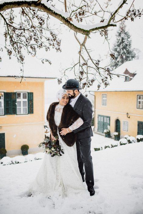 Winterhochzeit Braut Bräutigam